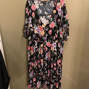 Floral Torrid Midi Shortsleeve Dress, size 5